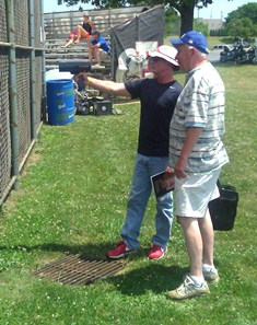 Tom Bonekemper, ACBL President and Philadelphia Phillies scout, Del Mintz chat during Saturday's DH at Easton High School.